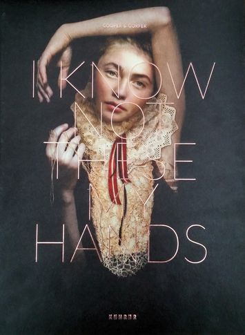 Sarah Cooper und Nina Gorfer: I Know Not These My Hands