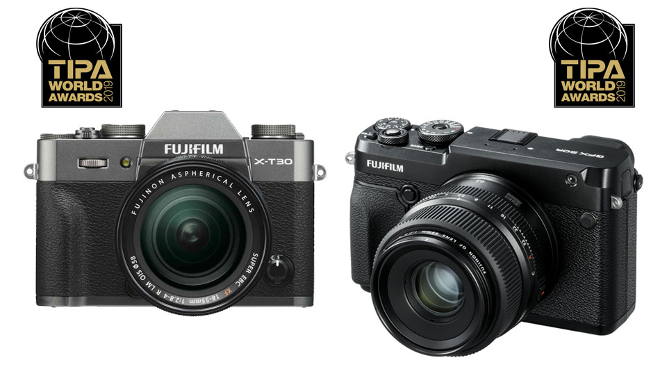 "Die Fujifilm X-T30 (links) und die Mittelformatkamera GFX 50R erhielten TIPA-Awards in den Kategorien ""Best APS-C Camera Advanced"" und ""Best Medium Format Camera""."