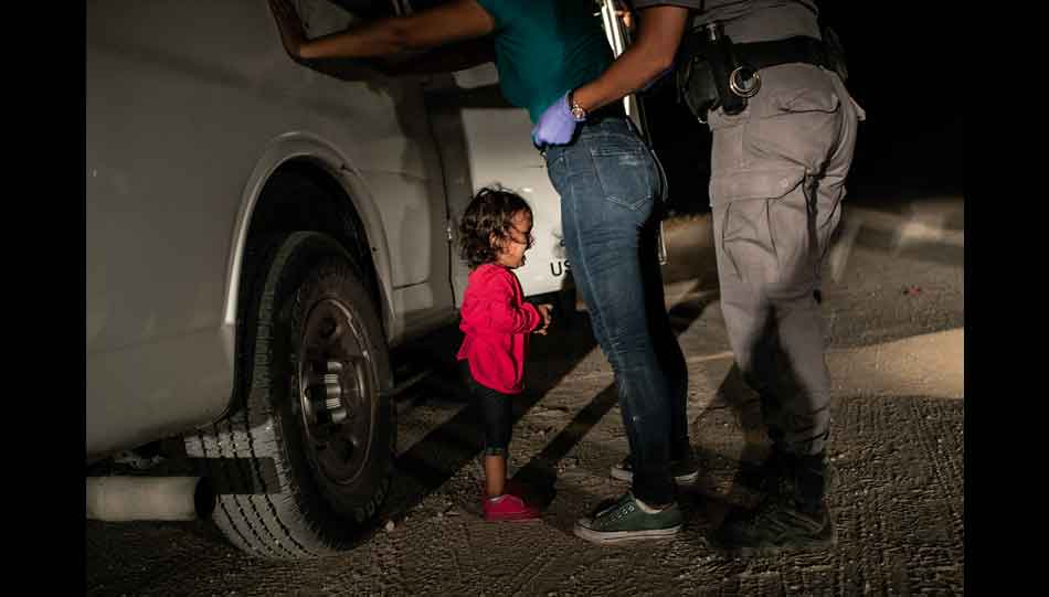 "Das Bild ""Crying Girl on the Border"" von John Moore gewann die Auszeichnung World Press Photo of the Year 2019"